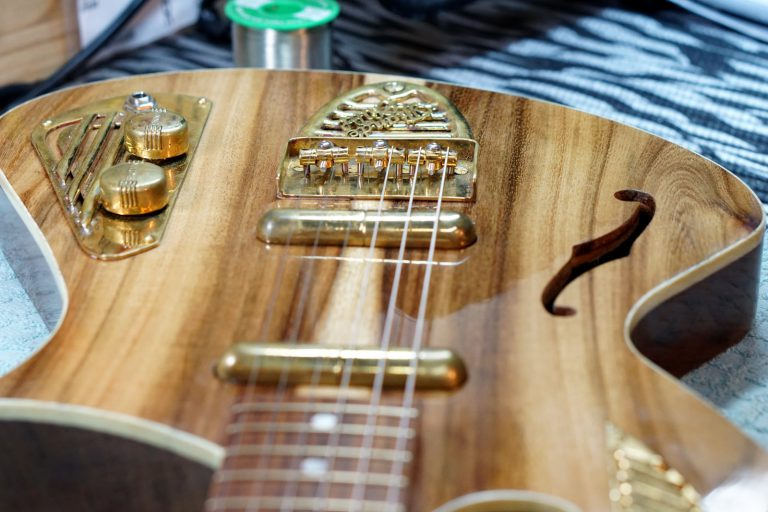 Handcrafted guitar - ThunderChild